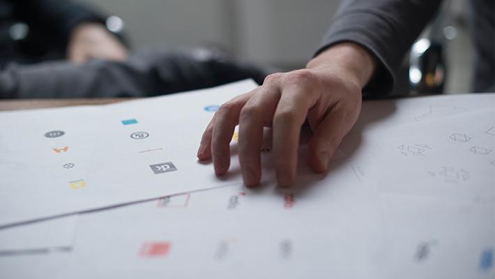 ロゴデザイン作成の費用相場をご紹介!個人依頼と制作会社の相場の違いは?
