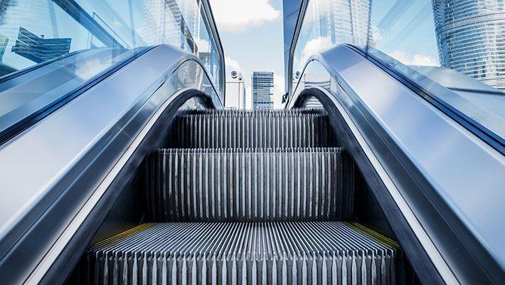 エスカレーター・エレベーター設置(昇降設備工事)の費用相場|維持・メンテナンス費用は?