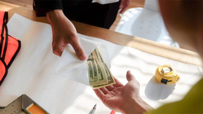 給与体系の見直し方法【減給する際の注意点とは】