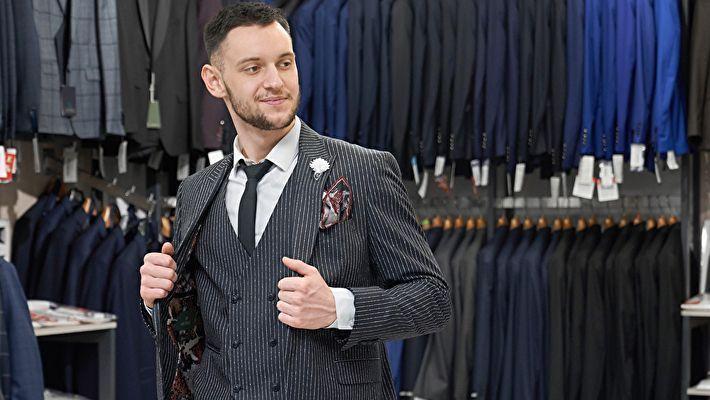 スーツ代や美容院代は経費として計上できる?