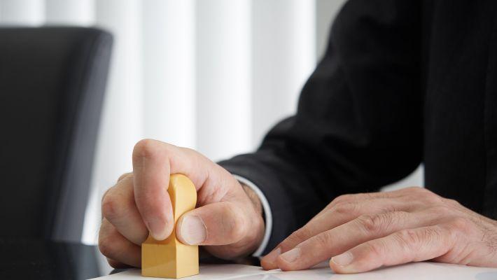 相続税の司法書士費用は誰が負担するの?